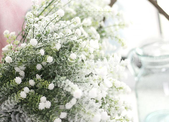 Cách vệ sinh hoa giả đơn giản và hiệu quả